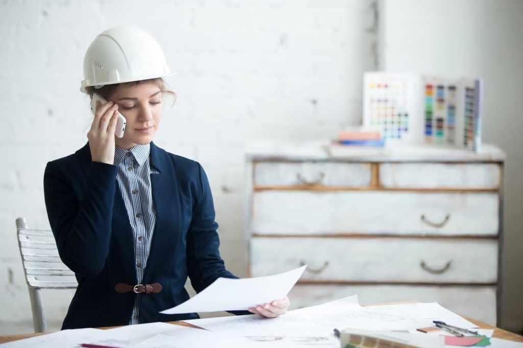 Engineer-woman-on-phone