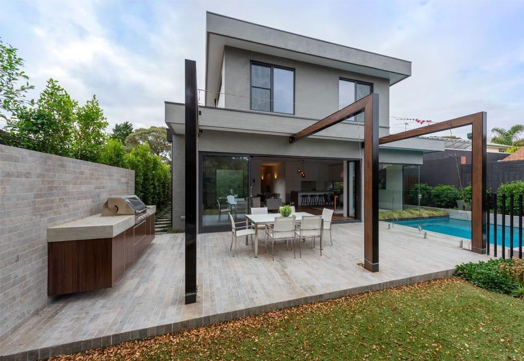 modern-backyard-with-swimming-pool