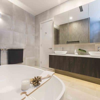 spacious-bathroom-with-tub